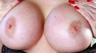 Ortalama göğüsleri fotoları.