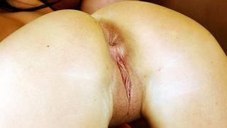 Des pics proches de vagin rasé.