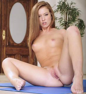 Chica desnuda sin inhibiciones.